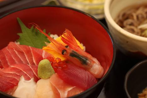 富山駅前 海鮮丼 ランチ